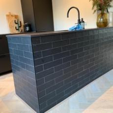 Keukeneiland tegels zwart
